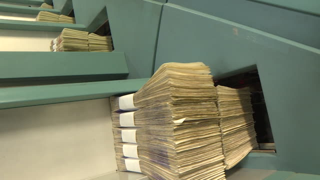 twenty pound notes sorted into bundles at g4s cash processing centre - banknote stock videos & royalty-free footage