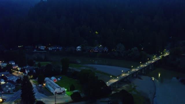 vídeos de stock, filmes e b-roll de crepúsculo em monte rio, califórnia-antena - rio russian