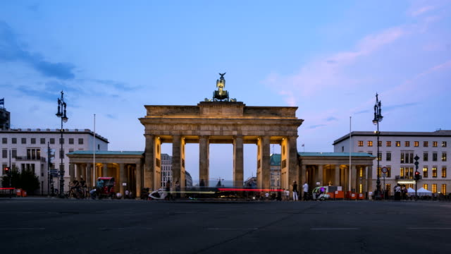 twilight timelapse: berlin cityscape at brandenburg gate - pedestrian zone stock videos & royalty-free footage
