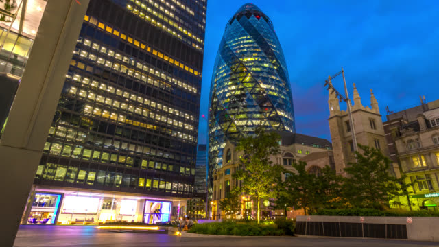 twilight to night timelapse of swiss re tower aka the gherkin in the city of london. - swiss re stock videos & royalty-free footage