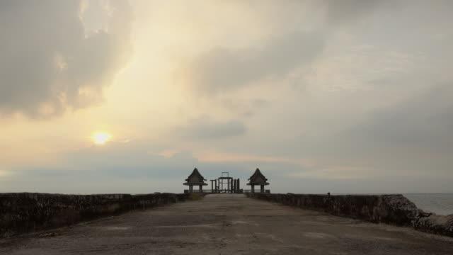 Dämmerung Holzbrücke am Djittabhawan Tempel