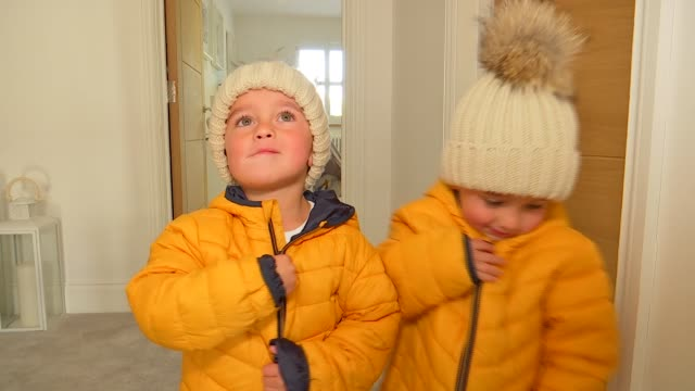 vídeos de stock, filmes e b-roll de twin boys from billericay who survived prenatal womb surgery are now thriving fashion models ** music overlay bros when will i be famous essex... - cuidado pré natal