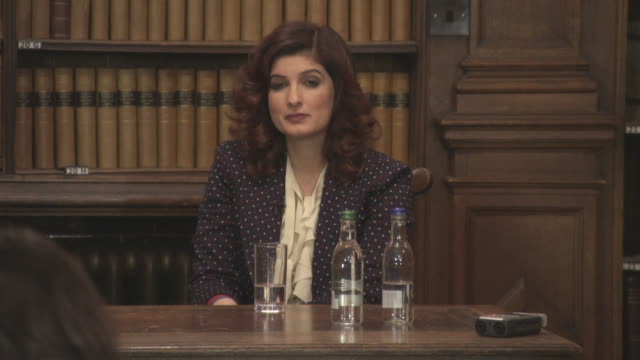 INTERVIEW Twinkle Khanna on her role model failure being her biggest success at 'Pad Man' Producer Twinkle Khanna addresses The Oxford Union at The...