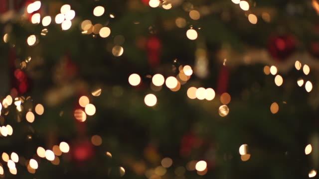 vídeos de stock e filmes b-roll de twinkling christmas lights - fairy lights