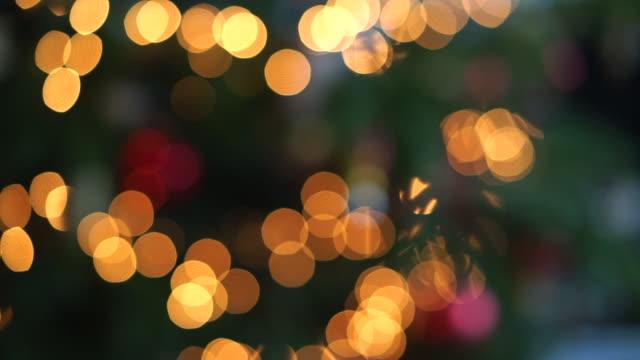 vídeos de stock e filmes b-roll de twinkling christmas lights - forma