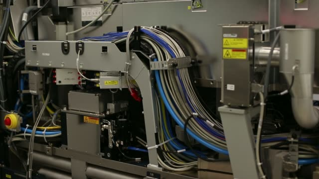 stockvideo's en b-roll-footage met twinscan xt860 lithography machine is seen at the asml holding nv factory in veldhoven, netherlands, on thursday, june 5 general views cables of a... - litho