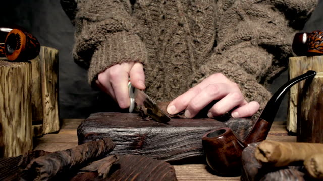 twist tobacco slicing - penknife stock videos & royalty-free footage
