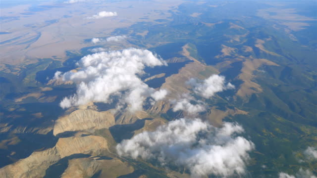vidéos et rushes de deux prises de vue au-dessus des nuages à 4 k - météo