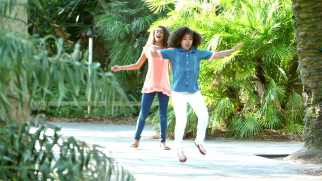 vídeos de stock e filmes b-roll de two african-american sisters playing hopscotch - ensolarado