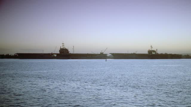 vídeos de stock e filmes b-roll de two aircraft carriers float on the ocean. - ancorado