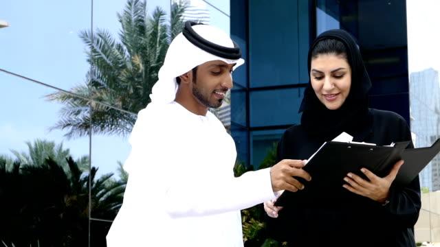 Two arab business people outside - slowmotion