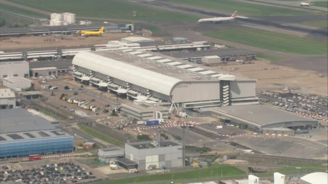Two baggage handlers jailed for role in drug trafficking operation at Heathrow LIB / Heathrow Airport