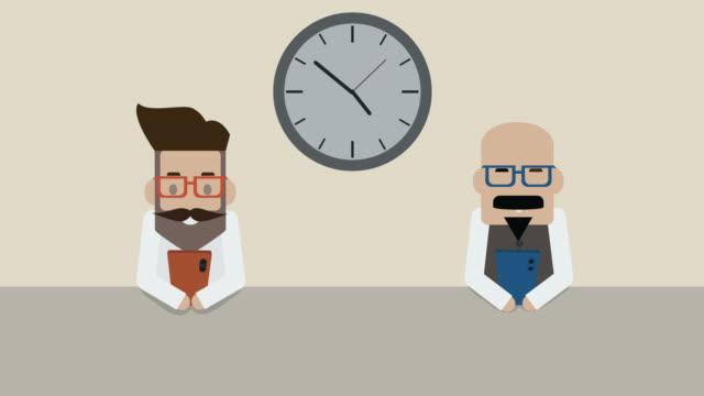 vídeos de stock e filmes b-roll de two businessman is using a smartphone day to night  (phone addiction) - esperar