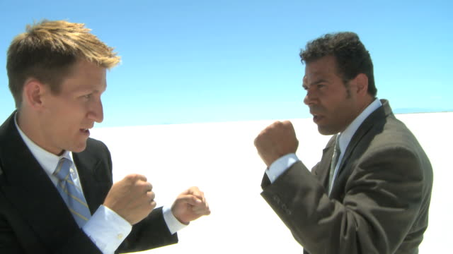 two businessmen fighting - kompletter anzug stock-videos und b-roll-filmmaterial