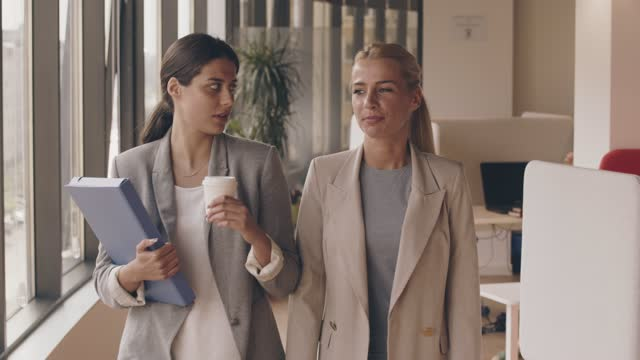two businesswomen walking through the office, talking - lobby stock videos & royalty-free footage