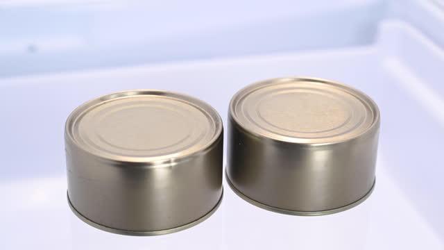 two can of tuna inside a refrigerator. - sn�� bildbanksvideor och videomaterial från bakom kulisserna