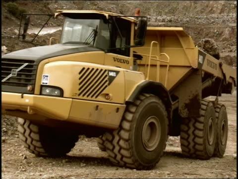 cgi two construction vehicles on construction site, animation - ダンプカー点の映像素材/bロール