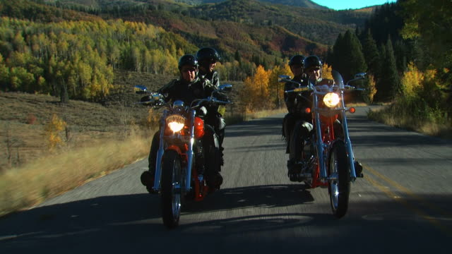 stockvideo's en b-roll-footage met two couples on motorcycles - valhelm