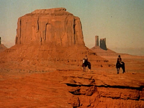 1960 ws two cowboys on horses on bluff overlooking monument valley / arizona - arizona stock videos & royalty-free footage