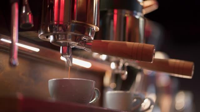 two cup of heaven coming up - bricco per il caffè video stock e b–roll