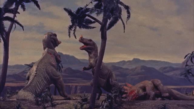 cgi, ms two dinosaurs fighting - モンスター点の映像素材/bロール