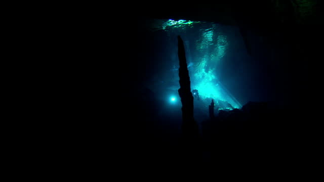 two divers explore an underwater cave. available in hd. - バハマ点の映像素材/bロール