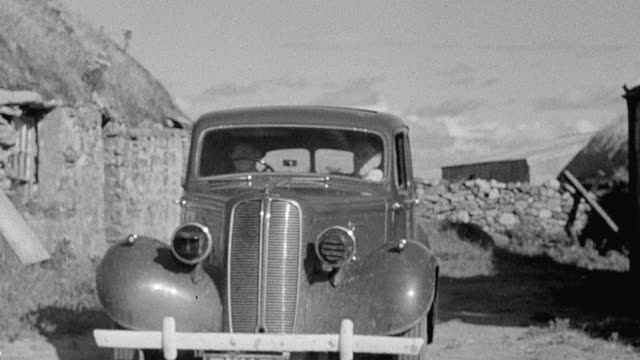 vídeos de stock, filmes e b-roll de 1943 montage two doctors arriving and exiting vehicle and entering telegraph office / scotland, united kingdom - 1943