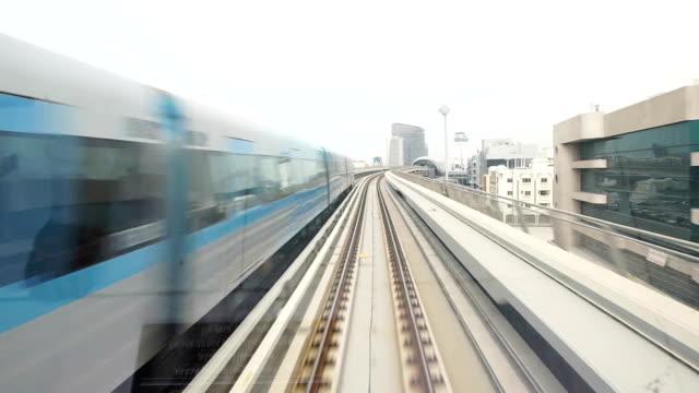 「pov 」の 2 つの地下鉄で、ドバイ通過 - モノレール点の映像素材/bロール