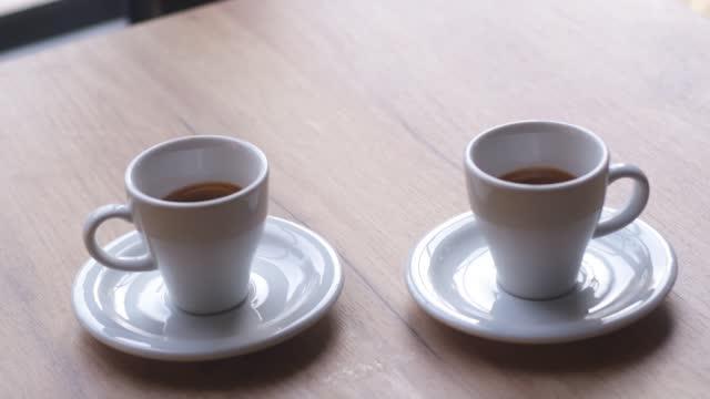 zwei espresso kaffeetassen - cup stock-videos und b-roll-filmmaterial