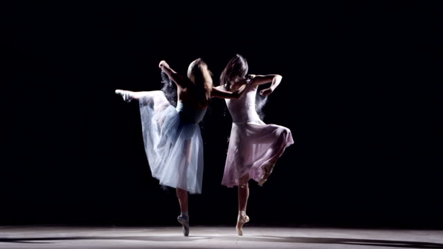 stockvideo's en b-roll-footage met two female ballet dancer - apparatuur