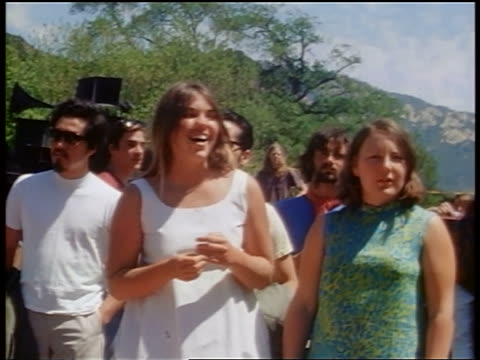 vídeos de stock e filmes b-roll de 1968 two female hippies swaying to music outdoors / tapia park ca / newsreel - love in