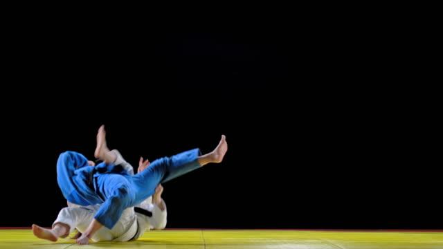 戦いを開始する2人の女性 judoists - 柔道点の映像素材/bロール