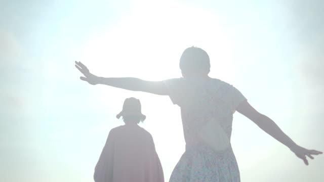 two female walking - östasien bildbanksvideor och videomaterial från bakom kulisserna