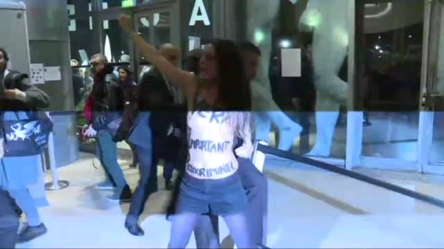 stockvideo's en b-roll-footage met two femen burst into the cinematheque de paris protesting alongside a few dozen people against the retrospective of french polish director roman... - roman polanski