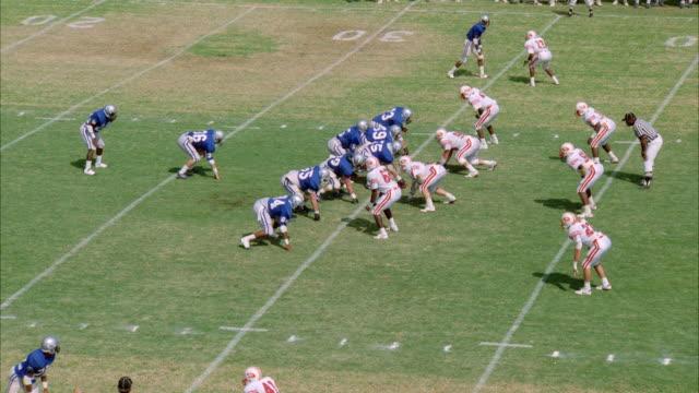 ms zi pan two football teams playing football game - アメフトのユニフォーム点の映像素材/bロール