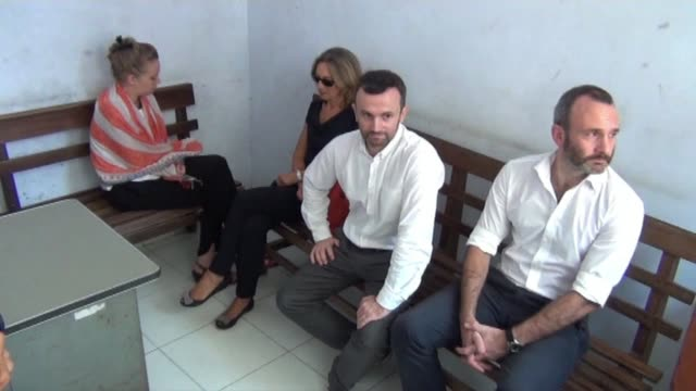 vídeos y material grabado en eventos de stock de two french journalists go on trial in indonesias papua accused of breaching visa regulations by illegally reporting on its separatist movement a... - crime or recreational drug or prison or legal trial