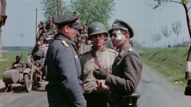 vídeos de stock, filmes e b-roll de two german army officers one with a bandaged face speaking with us army colonel during surrender - wehrmacht