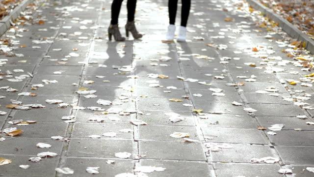 Deux filles dans le parc