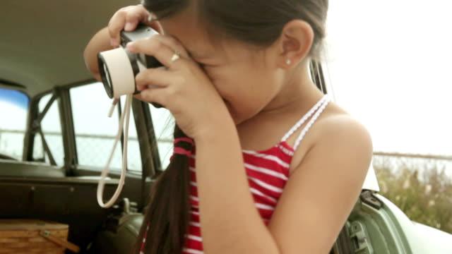 two girls taking photographs - 撮影テーマ点の映像素材/bロール