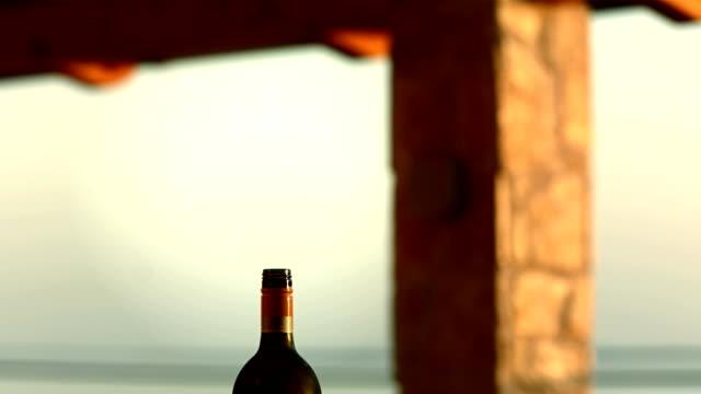 vídeos y material grabado en eventos de stock de hd: dos copas y una botella de vino - botella de vino