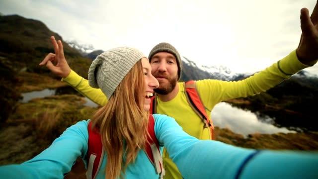 Zwei Wanderer nehmen Selfie Porträt, Herbst