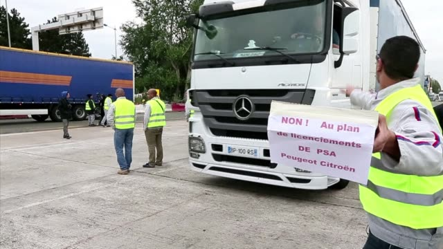 two hundred psa peugeot workers take over a motorway toll station to protest against job cuts letting motorists pass without payment senlis france - psa stock videos & royalty-free footage