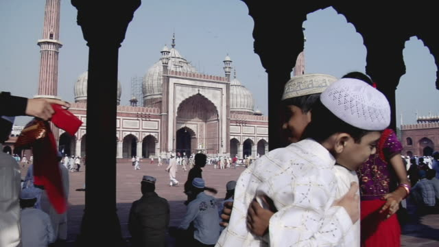 MS Two kids hugging each-other at steps of Jama Masjid / Delhi, India
