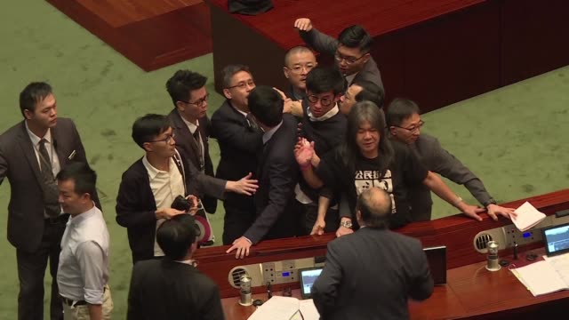 two lawmakers who want hong kong to split from china wrestles with security in parliament with one of them dragged from the chamber as fears grow... - politica video stock e b–roll