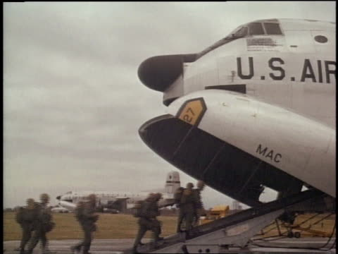 Two lines of army soldiers boarding a US airplane / Vietnam