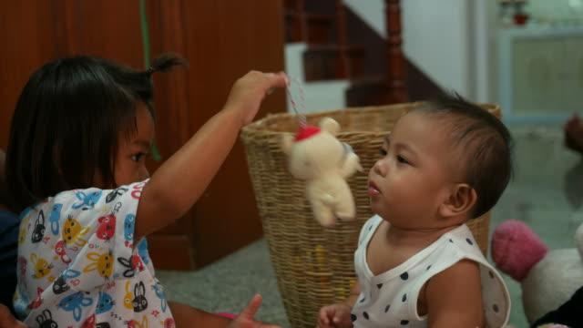 vídeos de stock e filmes b-roll de two little girl play together - cuidar de crianças