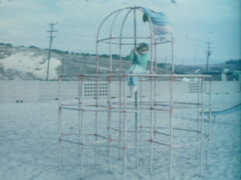 vídeos de stock, filmes e b-roll de two little girls play on a jungle gym. - jungle gym