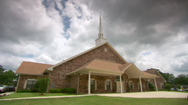 ws two male worshippers entering in gospel church / natchez, louisiana, united states - バプテスト点の映像素材/bロール