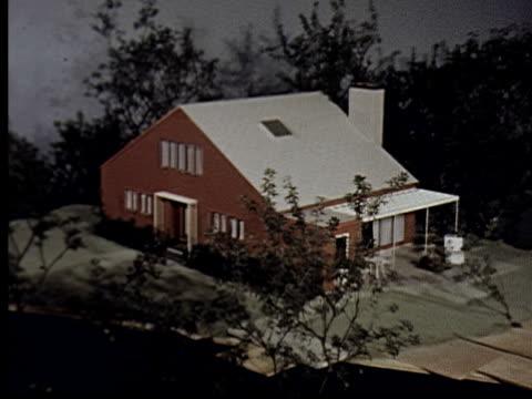 vídeos y material grabado en eventos de stock de ms, zi, composite, cu, two man working on model house, person looking at house advertisement in magazine - escritura occidental