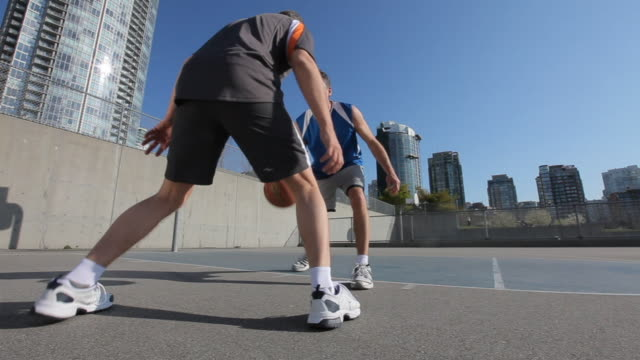 vidéos et rushes de ws ds la two mature men competing for ball on basketball court, one breaks away and scores basket, vancouver, british columbia, canada - adulte d'âge mûr